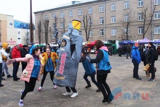 """Бойовики """"ЛНР"""" приголомшили власним """"Діснейлендом"""" у Луганську  (фото)"""
