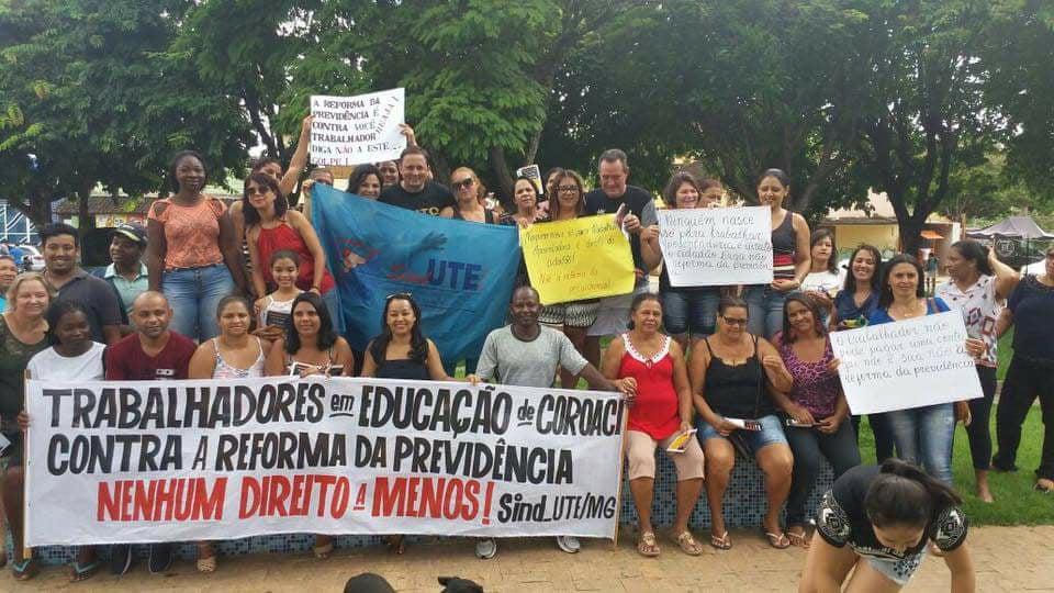 #MG Coroaci  Manifestação de Trabalhadores/as em Educação,   contra a Reforma da Previdência, de alerta ao governo do Estado e pelo êxito das negociações da Pauta Municipal.  #QueroMeAposentar