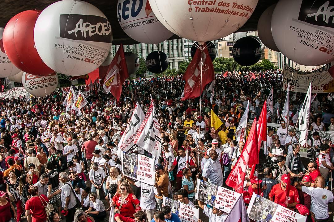 #SP | Muita gente agora na concentração do ato em São Paulo, no MASP, contra a reforma da previdência. #QueroMeAposentar   📸 Karla Boughoff