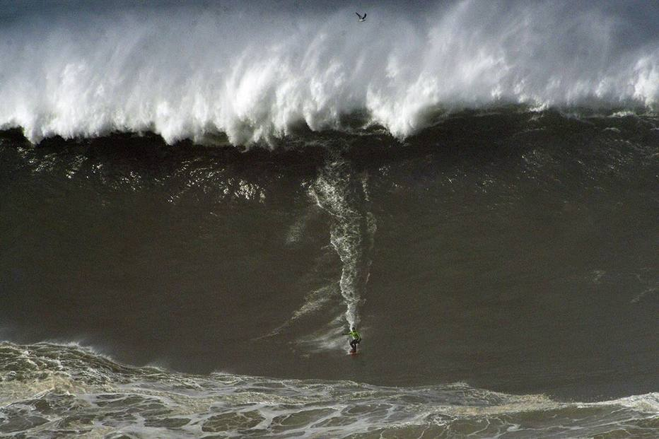 Aos 50, Burle pega onda gigante e inscreve em premiação do surfe https://t.co/NvNHxpX9J9