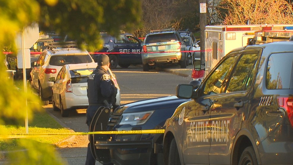 A man was shot dead by police in northeast Seattle early this morning following a chase and car crash. https://t.co/H3ncUvnYII