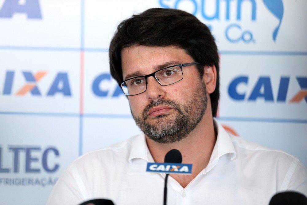 Presidente do Bahia volta a criticar Vagner Mancini após suposta orientação para forçar encerramento da partida https://t.co/tEZxnrq9r2