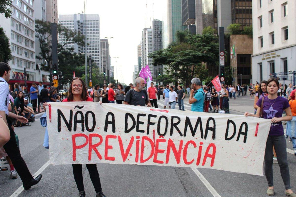 Manifestantes chegando no Masp - #SP  fotos por Caio Chagas  #QueroMeAposentar