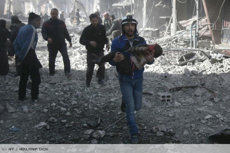Carnage dans un fief rebelle en Syrie, près de 80 morts dans des raids du régime https://t.co/kvs8zUFjau