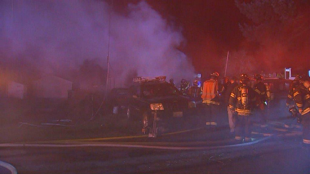 Crews battle house fire in Seattle's Crown Hill neighborhood https://t.co/ZuD44xzWPC