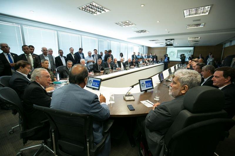 Votação da intervenção no Rio está marcada para às 19h; Psol recorre ao STF contra medida  https://t.co/pPUjoJzHxn 📷Alan Santos/PR