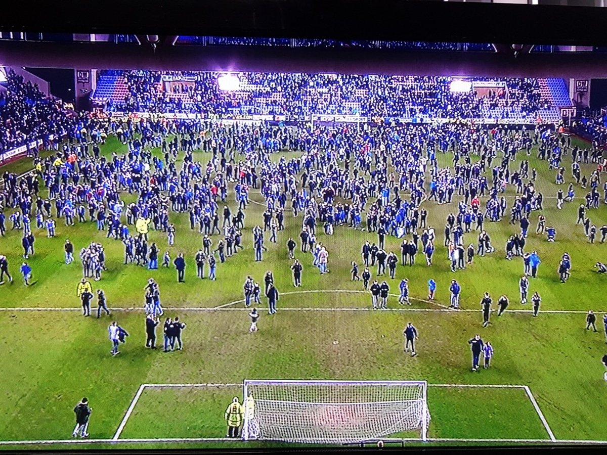 Quem diria??? Wigan (terceira divisão), elimina o poderoso Manchester City da Copa da Inglaterra. Histórico dia em Wigan!! Invasão de campo e jogadores nos braços da galera.