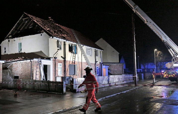 Man 'fighting for life' after gas explosion totally destroys top of house https://t.co/6SYIf7yQPW