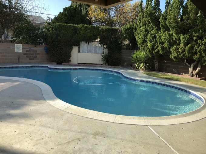 Who's down for a pool party when I get all moved in 😍🙌🏼 https://t.co/Kx4ZFqqrge