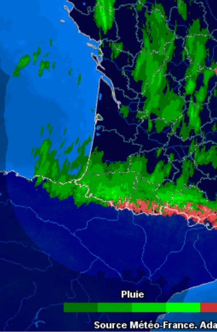 Ojo a los acumulados en la vertiente norte y zona de la divisoria. Radar muy cargado, a la vertiente sur salta poca precipitacion. Imagen 1am. Imagen Baqueira @CyNPirineos