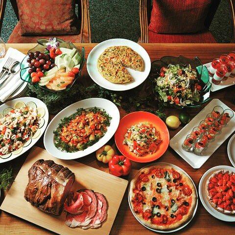 「カフェ」で開催しているウイークエンドブッフェはいかがでしょうか?ジューシーなローストビーフは必食です!  #hyattregencytokyo #caffe #buffet #roastbeef #shinjuku #ハイアットリージェンシー東京 #カフェ #ローストビーフ #肉の日 #新宿 https://t.co/9cXMfoGZim