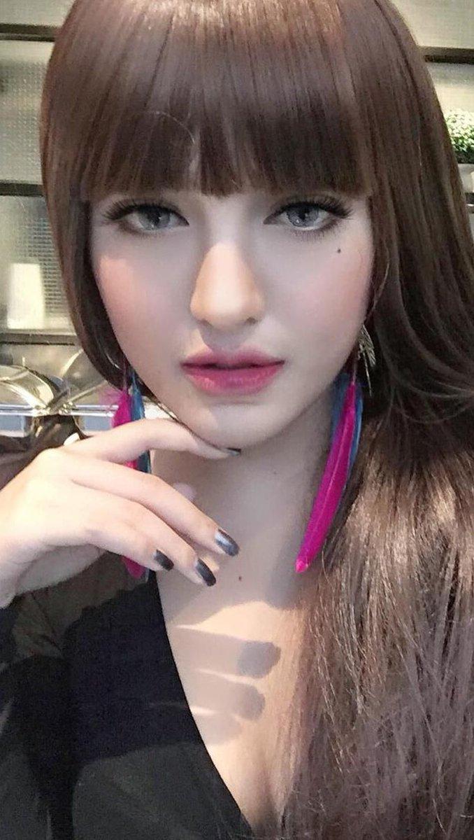 [angel face foto][dengan rambut lurus bak barbie][closeup face in fullsize] Tanaya Alyssia DWccAyjVwAAC0PX