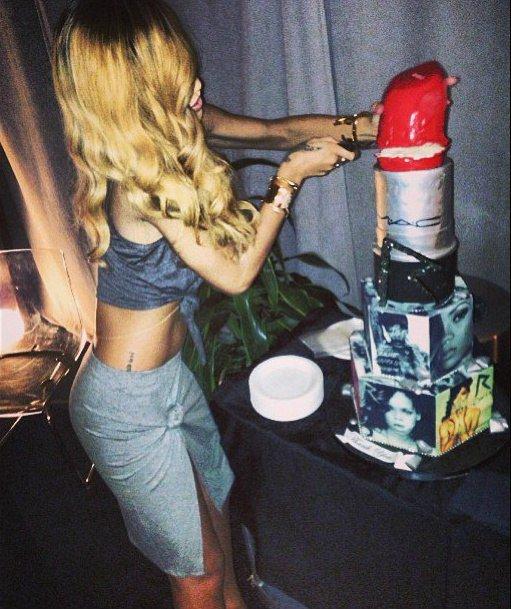 Birthday girl. 👸 #HappyBirthdayRihanna h...