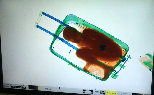 He had smuggled his 8-year-old into Spain in suitcase and is now on trial https://t.co/D8Xue9v0hT