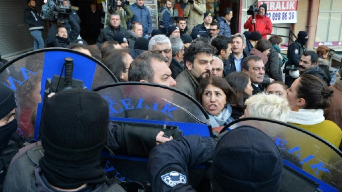 Verhaftungen in Türkei: Jeder soll wissen, dass man nur auf eigene Gefahr seine Meinung sagt https://t.co/XqOWMFYURo