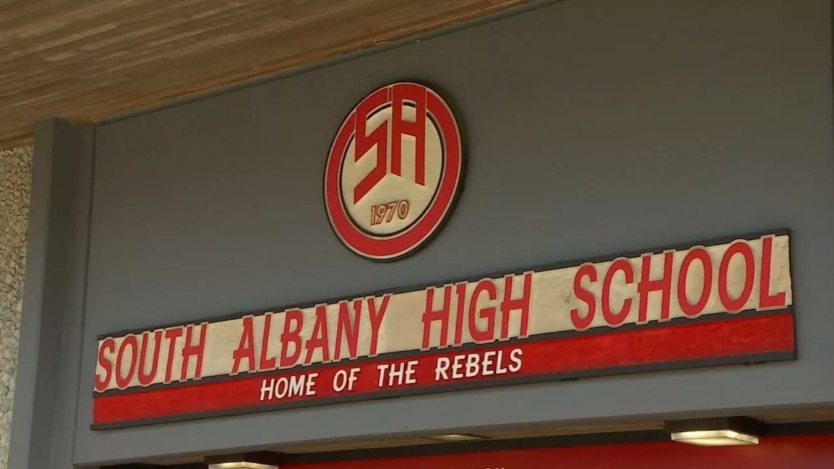 South Albany HS debates changing 'Rebel' mascot over controversial ties. https://t.co/0B9ddFElQr