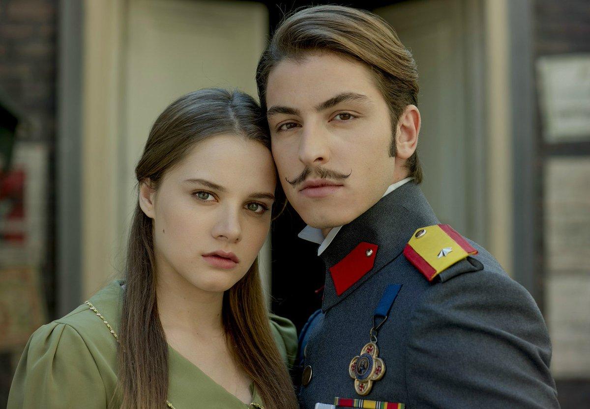 Hilal ve Leon, 'En İyi TV Çifti' anketin...