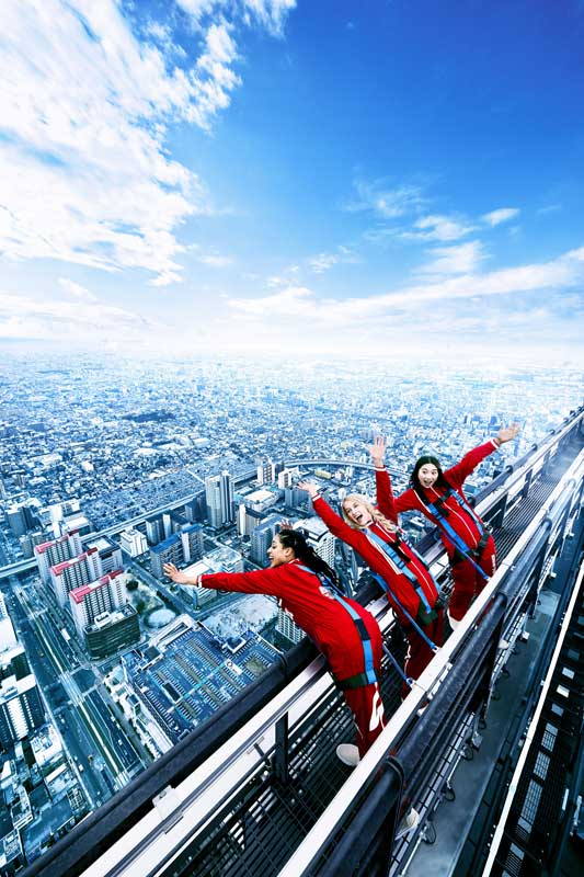 300RT 高所恐怖症なら気絶するレベル ビル最頂部から真下をのぞける新アトラク...