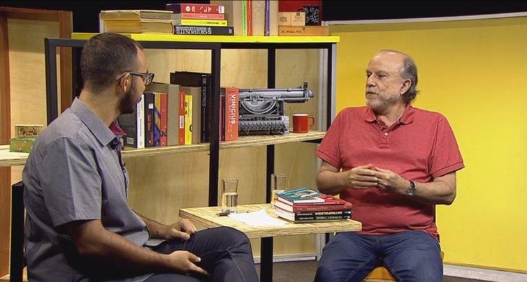 Programa #TrilhaDeLetras recebe o antropólogo Mércio Gomes para falar sobre o legado de Darcy Ribeiro. Acompanhe hoje, na TV Brasil, às 21h15. https://t.co/xWd3QcpQRe
