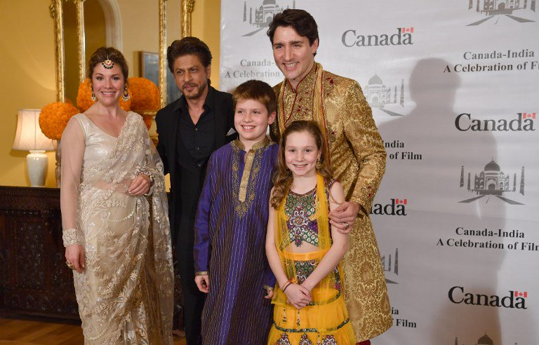 .@JustinTrudeau , his wife Sophie Grégoire Trudeau, daughter Ella-Grace and son Xavier James meet @iamsrk in Mumbai today   (📷: AFP)