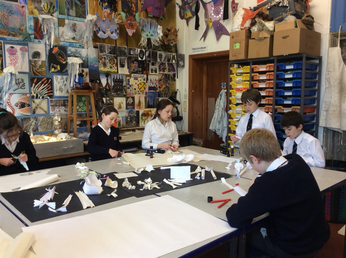 Aquatic Art - Year 6 make a start on their sea coral inspired paper sculptures and watercolour paintings. https://t.co/Ag3tH1v7lj