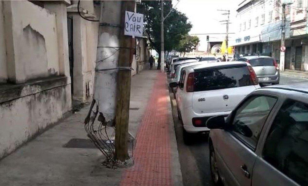 Poste sustentado por estaca recebe placa de morador: 'vou cair' https://t.co/B0CzYcGYtk #G1