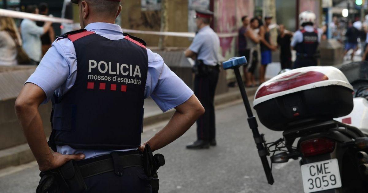 Attentat de Barcelone : trois arrestations en France, en lien avec l'enquête https://t.co/RkR4T3jBRn