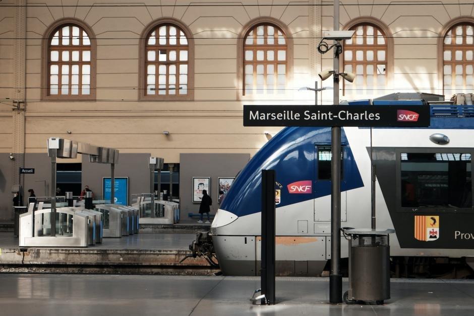"""Vu d'Allemagne. """"En finir avec le monopole complètement dépassé de la SNCF"""" https://t.co/IyijiwtOTd"""