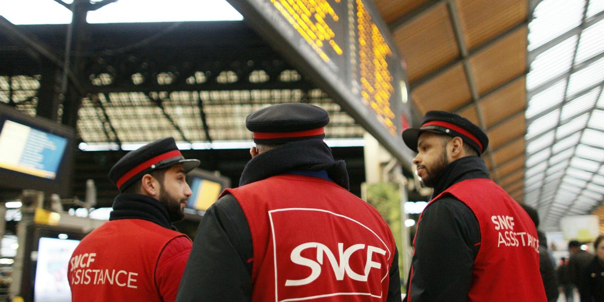 Rapport #Spinetta suppression des lignes non rentables : est-ce la mort de la France ? On en parle à 19h sur @Europe1 avec :  ➡️ @bruno_gazeau ➡️ @AravFanny ➡️ @N_Lecaussin ➡️ Laurent Chalard #E1SoirLeDebat