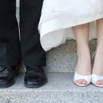 Image for the Tweet beginning: Wedding photographers offer tips on