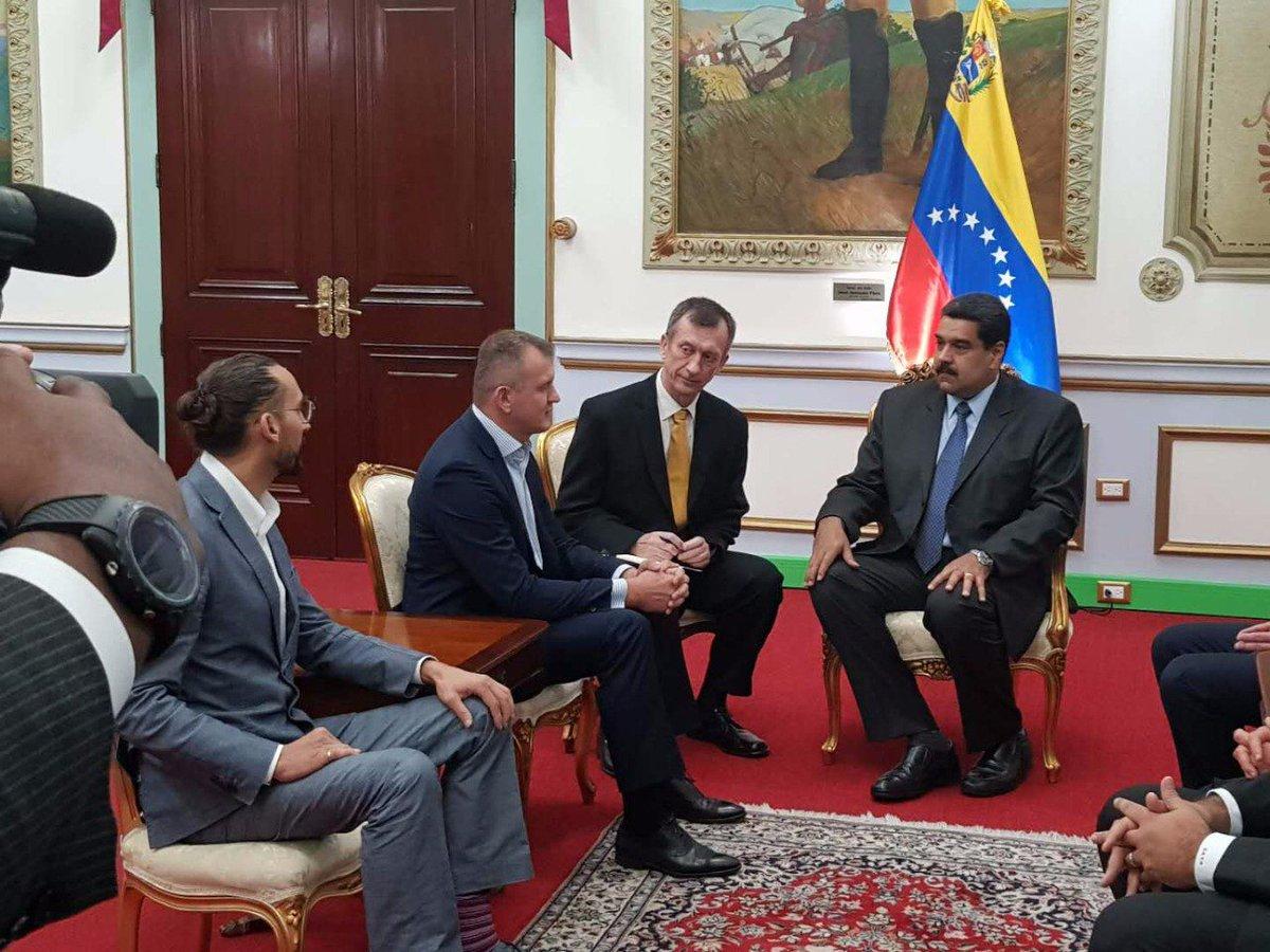 Tag petro en El Foro Militar de Venezuela  DWg8SM_X0AAEBNI