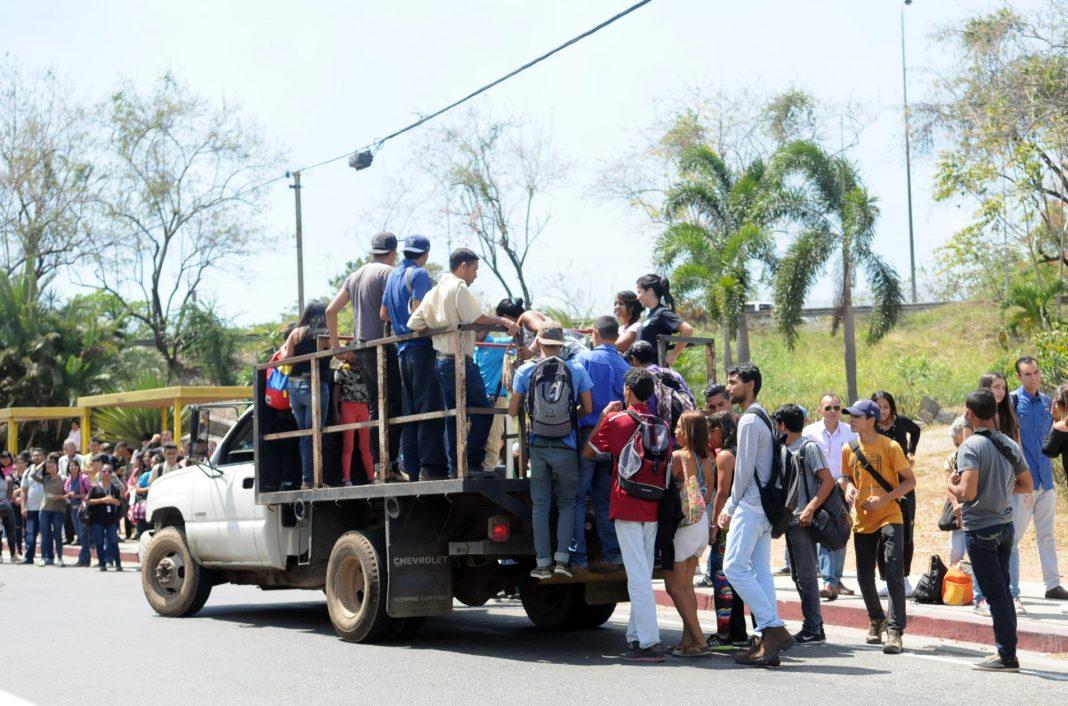 Resultado de imagen para transporte publico en venezuela 2018