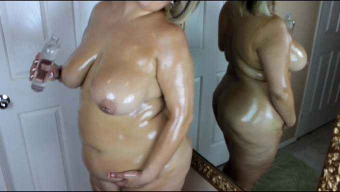 Hot vid sold! oil body rubdown. Get yours here https://t.co/VoCISVN65E @manyvids #MVSales https://t.