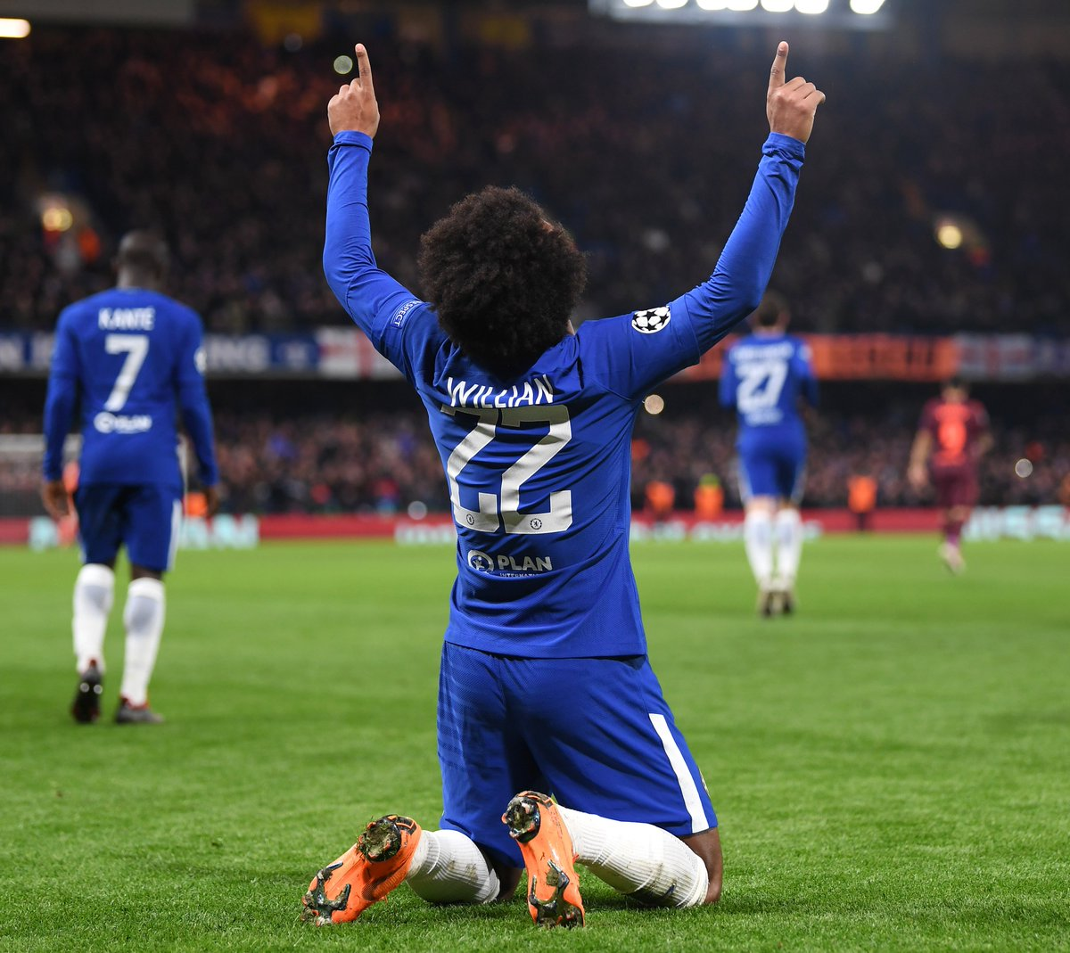 Full-time: Chelsea 1-1 Barcelona.   @willianborges88's excellent goal is cancelled out by Messi's low drive. All square at the Bridge. #CHEBAR