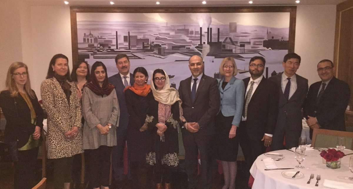 During a working dinner hosted by @AfghanMissionUN in NY, #Afghan Deputy Foreign Affairs Minister (Econ Coop) @AdelaRaz & Senior Advisor of the President @ShaharzadAkbar discussed the gains, opportunities & challenges of #Afghanistan with some key #UN dev agencies and diplomats.