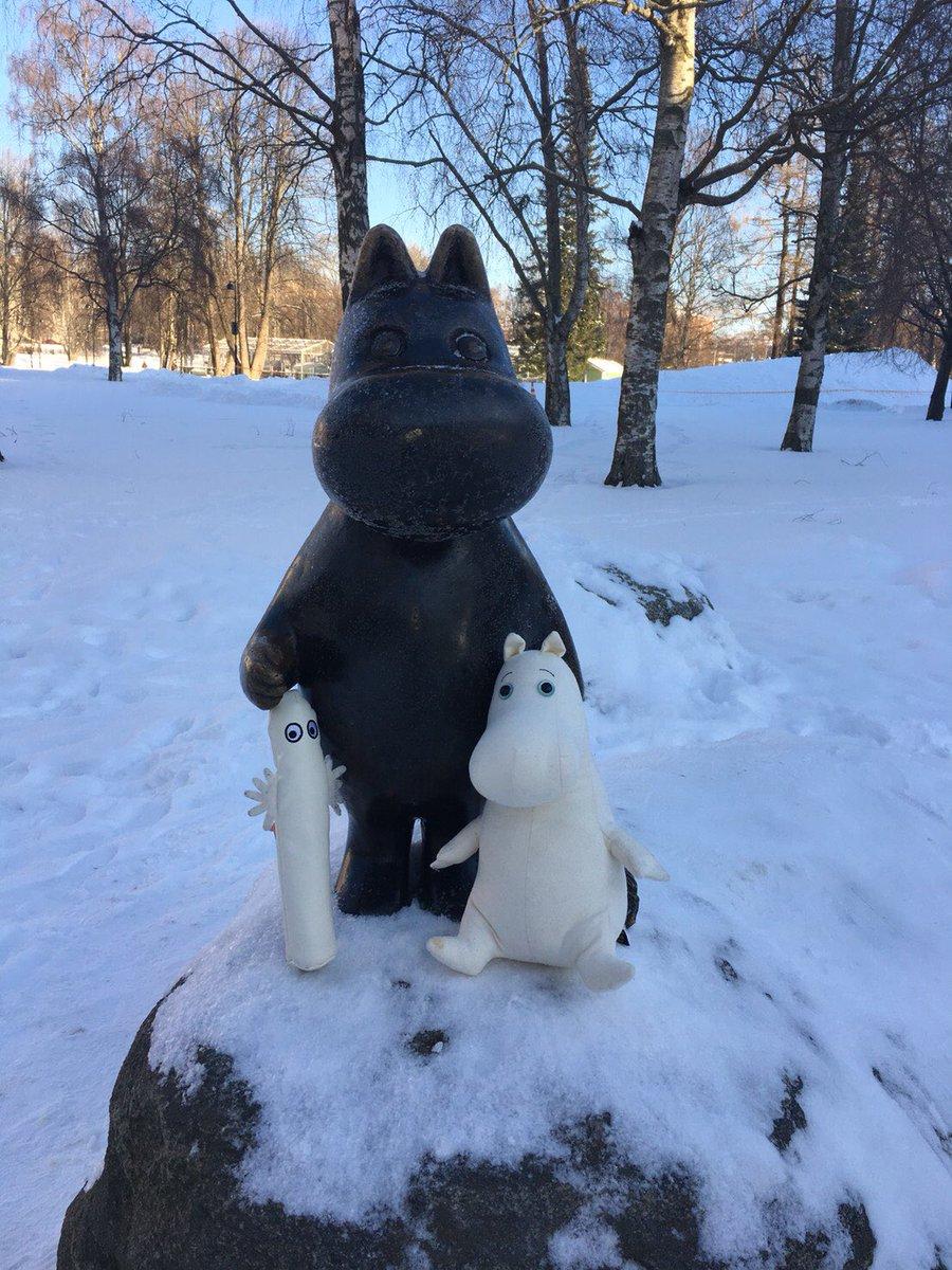 #オフィシャルムーミンツアー 冬のレポート中。 番外編:ムーミン像に遊んでもらう。