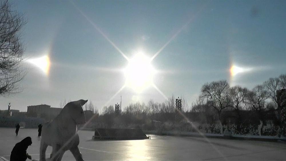 Vídeo: el fenómeno de los tres soles apa...