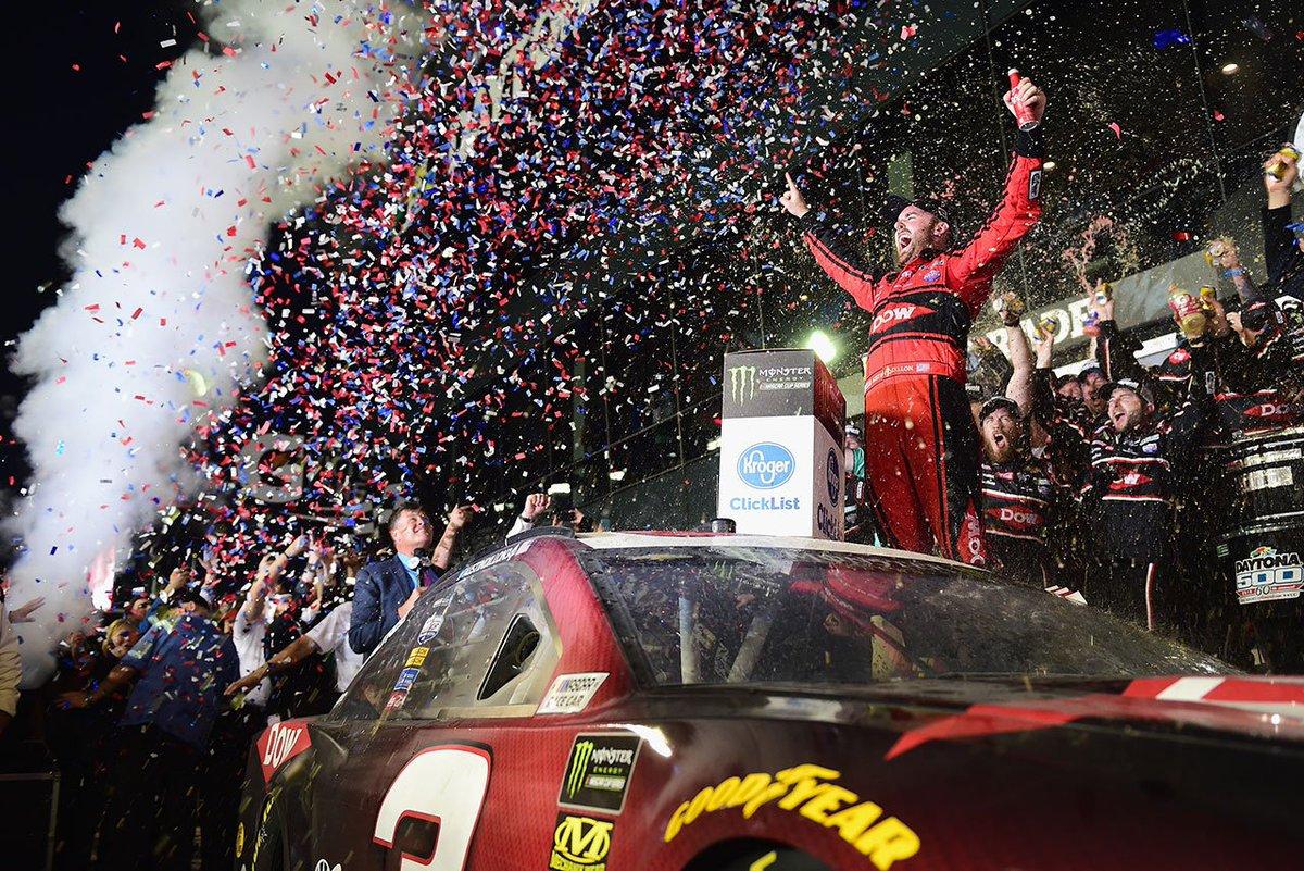 NASCAR:第1戦デイトナ500はシボレーの新型カマロZL1が勝利。ダニカは完走ならず https://t.co/RiFDAtBDZn #NASCARjp #NASCAR #シボレー #トヨタ