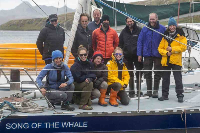 Moored at Grytviken, safe harbour from high winds - heres the team before they begin the return to Stanley. They got 21 #rightwhale photo-IDs this season! Great start! #SGwhale #EUBEST @MCR_Int @okiewhaler @EMZLCarroll @Kenneders bas.ac.uk/project/south-…