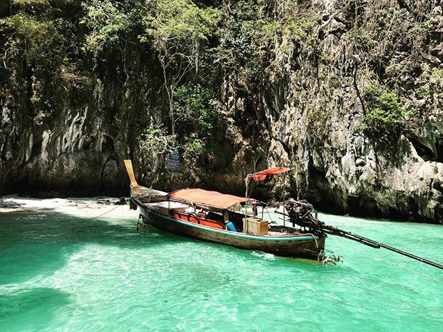test Twitter Media - The Lonely Boat & Tiny Beach! Beach 🏝 🌊 🚣♀️ #iPhoneX #instagram #beach #boat #lonelyboat #PhiPhi #Phuket #Bangkok #Thailand #travel #travelblogger #travelphotography #travelersnotebook #travelogue #travelogue #travelgram #MonkeyBay #PhiPhiIsland https://t.co/efwx5BGJbQ https://t.co/qgJxCOmetf