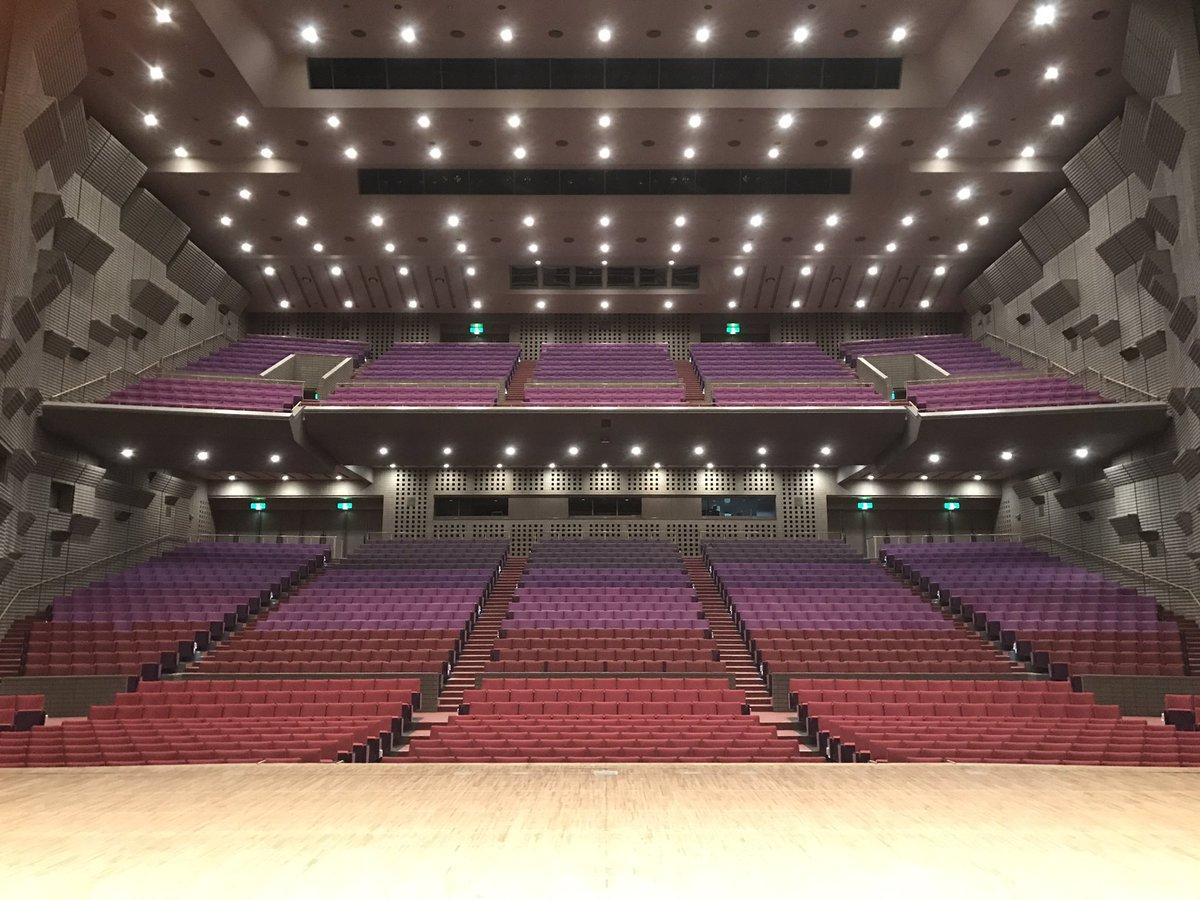 ポルノグラフィティ全国ツアー開催中!本日は千葉県!市川市文化会館です! 写真は今日の朝イチの会場内。まだ空っぽのステージ。 こっからみんなで仕込むぜ! #ポルノグラフィティ