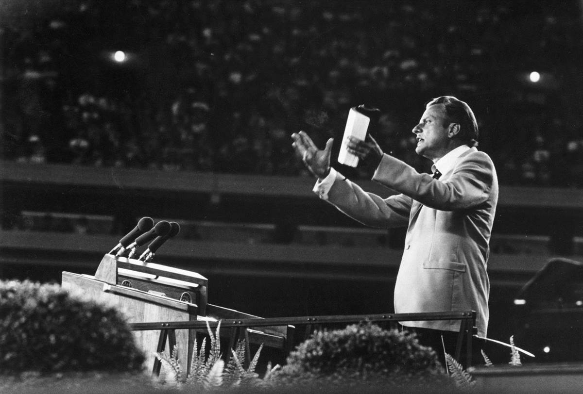 BREAKING: Famed evangelist preacher Billy Graham has died at age 99, Billy Graham Evangelistic Association tell @NBCNews - http://NBCNews.com