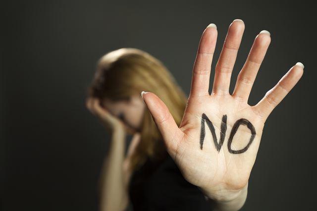 여중생과 '주종 관계' 맺고 성적 학대한 20대 남성 징역 5년  피해 여중생은 남성을 고소한 뒤 투신해 숨졌다.  https://t.co/mHi0lFzvHs