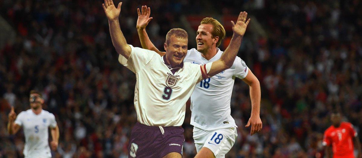 Alan Shearer vs Harry Kane 2 buteurs anglais qui ont attendu plus de 8 ans pour faire leurs débuts en Coupe du Monde en ayant marqué plus de 100 buts en Premier League.Comparatif  https://fifa.to/e/3Z2XW3JkIK  - FestivalFocus