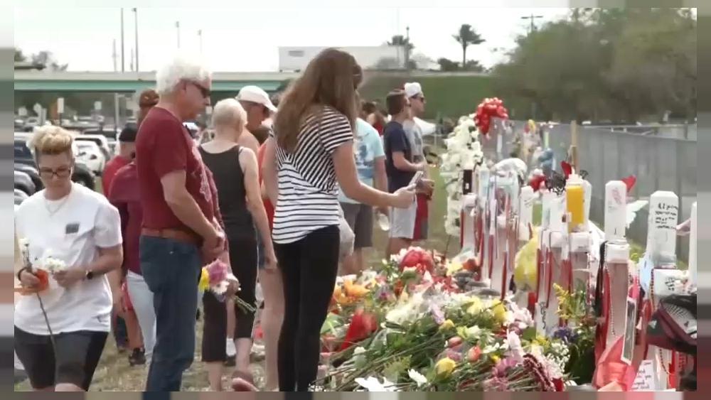 Victimas de Parkland piden más control d...