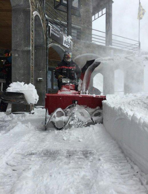 45-50cm caídos en estaciones como Astún o Formigal en todo el episodio, 15cm en Cerler, más de 90cm en La Pierre Saint Martín(2), 60-70cm en Ordino Arcalís(3), casi 1m en Baqueira(1), más de un metro en Grand Tourmalet o Cauterets(4)... Y asi. ¡Menuda nevada!❄😍❄