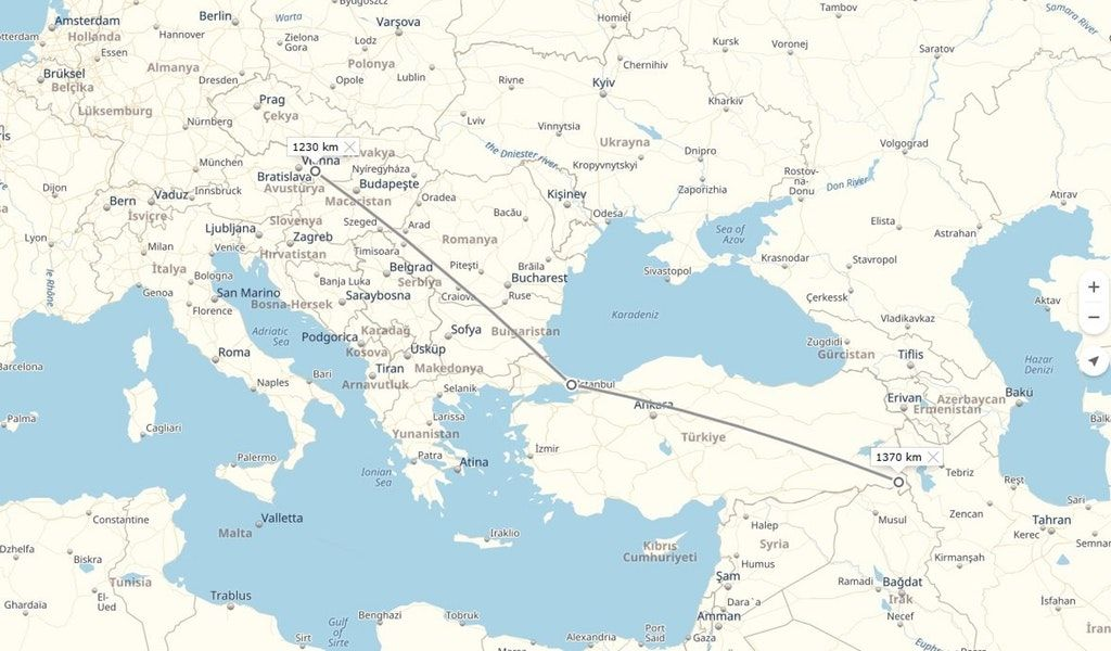 Simon Kuestenmacher Map shows that Istanbul is c Tweet