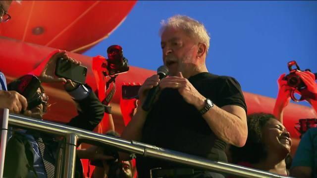 Defesa de Lula entra com recurso no TRF-4 e apresenta 38 omissões e 16 contradições. Tribunal condenou ex-presidente a 12 anos e 1 mês no caso do triplex do Guarujá https://t.co/ethcPwCfFg