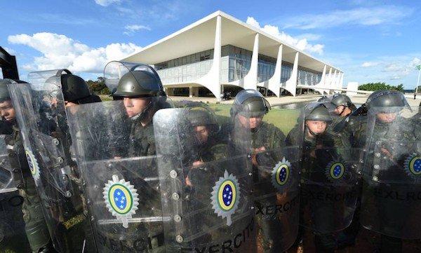 "Blog do Sakamoto: Câmara chancela ""Guerra de Temer"" no Rio de olho nas eleições de outubro https://t.co/kGNDCnxniy"