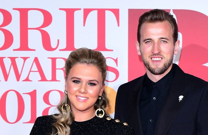 Harry Kane and fiancée Katie Goodland show support for Times Up campaign with #BRITs2018 outfits mirror.co.uk/sport/football…
